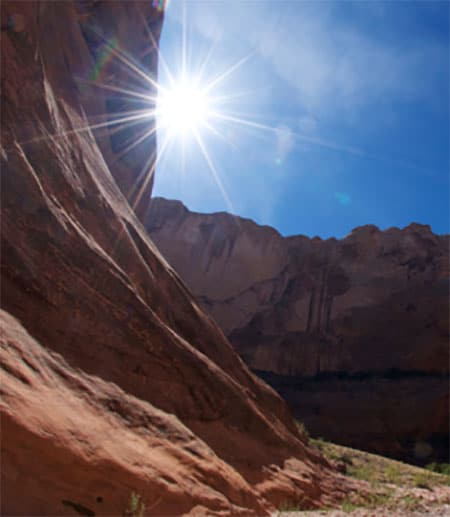 Image of a canyon in Utah with the sun shining down